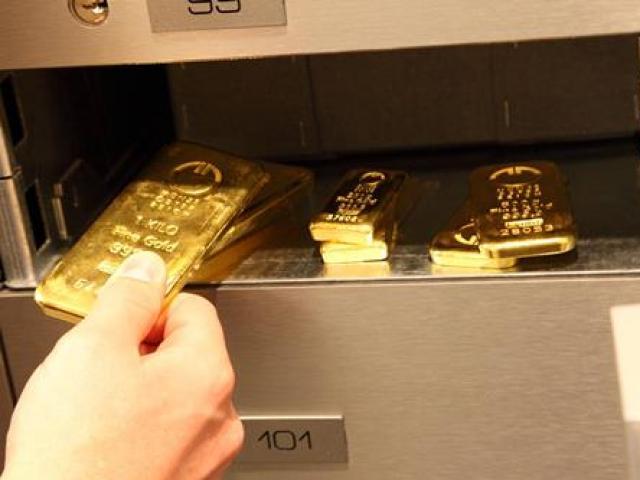 """Cảnh sát tìm thấy """"kho vàng"""", vũ khí """"nóng"""" từ nhóm siêu trộm"""