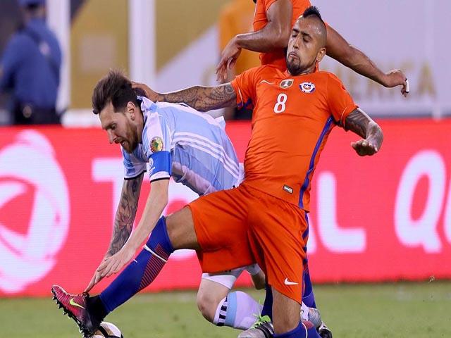 """Barca rung chuyển nội chiến: SAO Chile tàn nghiệp vì nghi đắc tội """"trùm"""" Messi"""