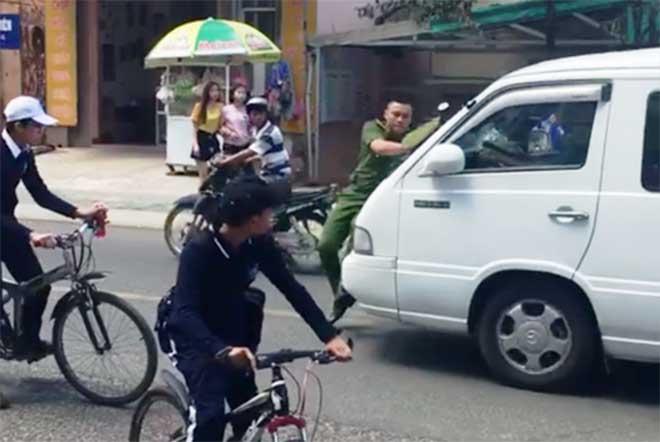 Tài xế húc công an trên phố khi đi vào đường cấm ra trình diện - 1