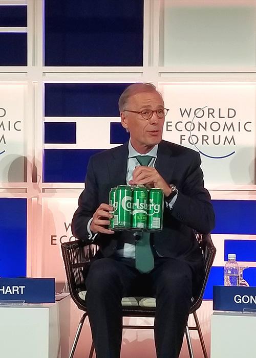 Tổng giám đốc Tập đoàn Carlsberg giới thiệu bao bì mới thân thiện với môi trường - 1