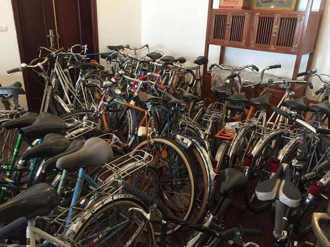 Với thú đam mê từ nhỏ, ông Đào Xuân Tình (SN 1958, Hà Nội) sau nhiều năm sưu tập dòng xe Peugeot, hiện tại đãcó hàng trăm chiếc cả xe đạp lẫn xe máy.