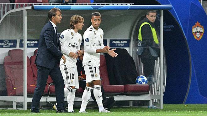 """Real hỗn loạn: """"Ông trùm"""" Perez sa thải Lopetegui, ủ mưu cuỗm Joachim Low - 1"""