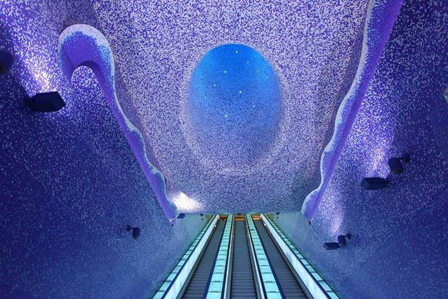 Chỉ là ga tàu điện thôi mà, có cần đẹp tới nhường này không - 1