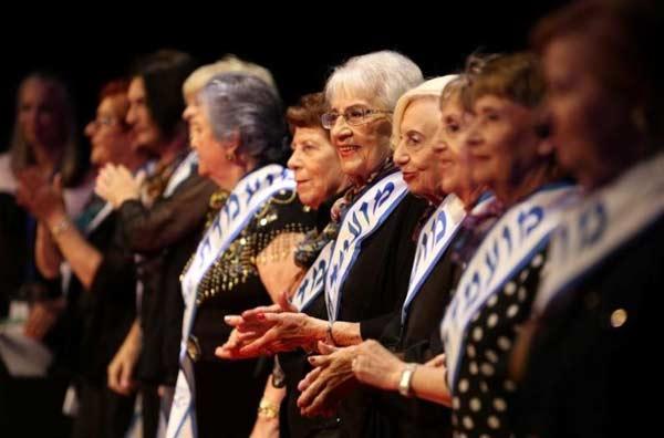 Kỳ lạ khi lão bà đăng quang hoa hậu ở tuổi 93 - 1
