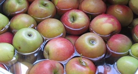 Hai cách rửa táo chuẩn khoa học có thể loại bỏ thuốc trừ sâu ngoài vỏ - 1
