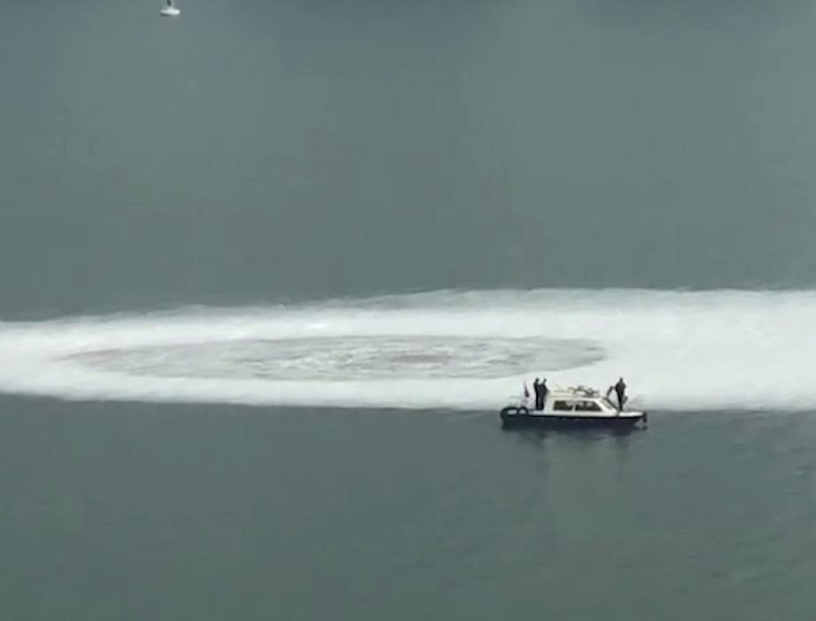 TQ: Xoáy nước khổng lồ xuất hiện giữa sông khiến dân lo sợ - 1