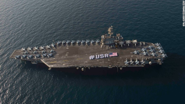 Trực thăng hải quân Mỹ rơi xuống tàu sân bay hạt nhân - 1
