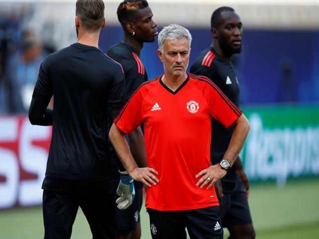 Mourinho & nghệ thuật quản lý phòng thay đồ: Kém Sir Alex vạn dặm