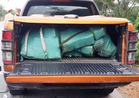 Trắng đêm truy bắt kẻ vận chuyển 308,6kg ma túy đá - 1