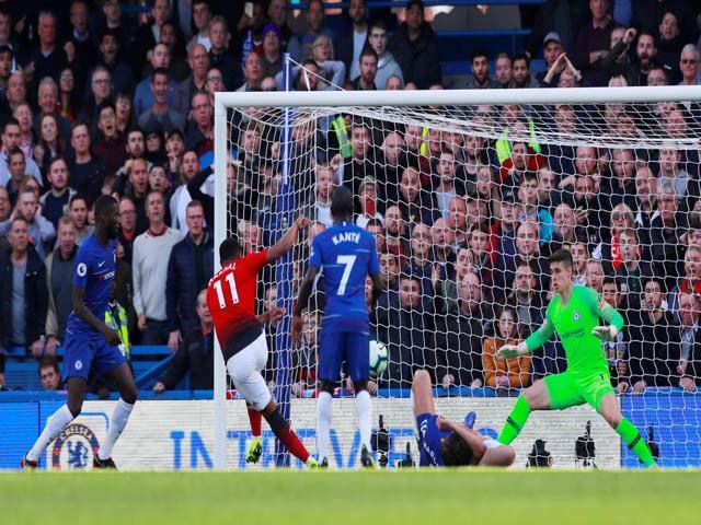 Bùng nổ MU hạ Chelsea: Martial cú đúp, Luiz nằm sân & Kepa bất lực