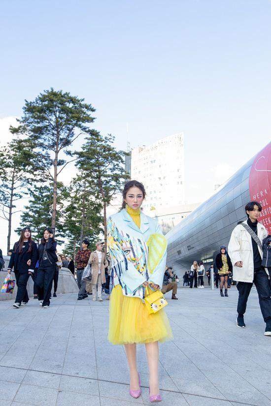 Thiên Nga nổi bật tại Tuần lễ thời trang Seoul - 1