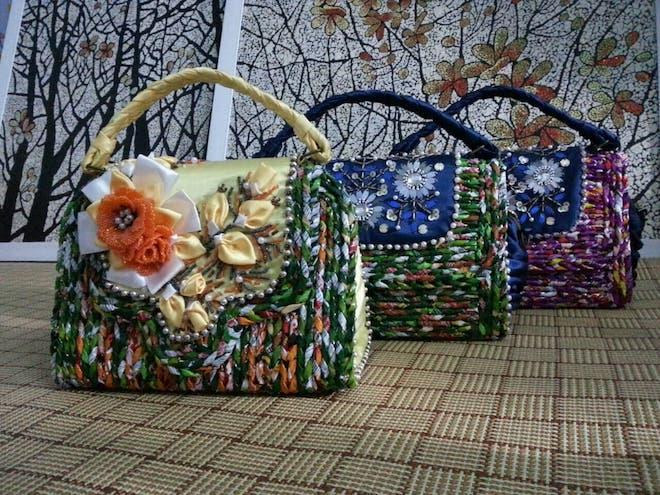 Ảnh: Bộ sưu tập túi xách làm từ vỏ bao mì tôm đầy sắc màu của kỷ lục gia VN - 1