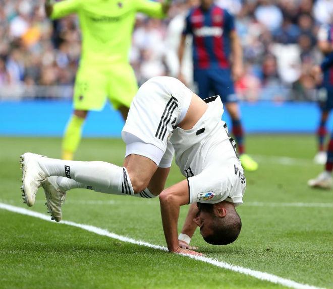 """Bán Ronaldo, Real điêu tàn: Lopetegui chỉ là """"tốt thí"""" cho tội đồ số 1 - 1"""