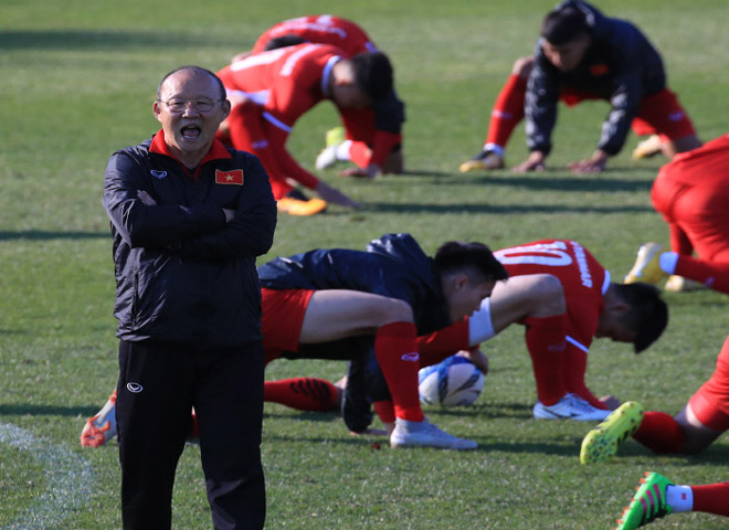 ĐT Việt Nam tập huấn tại Hàn Quốc: Thầy Park tung tuyệt chiêu - 1