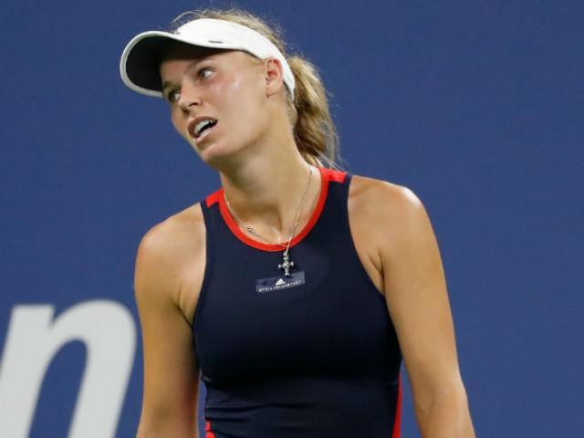WTA Finals ngày 1: ĐKVĐ Wozniacki thảm bại