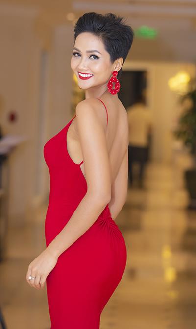 """Hoa hậu người Ê đê - H'Hen Niê: """"Không có đại gia nào nhắn tin làm quen tôi"""" - 1"""
