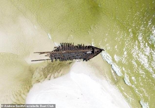 Siêu bão làm phát lộ xác tàu cổ 120 năm tuổi ở Mỹ - 1