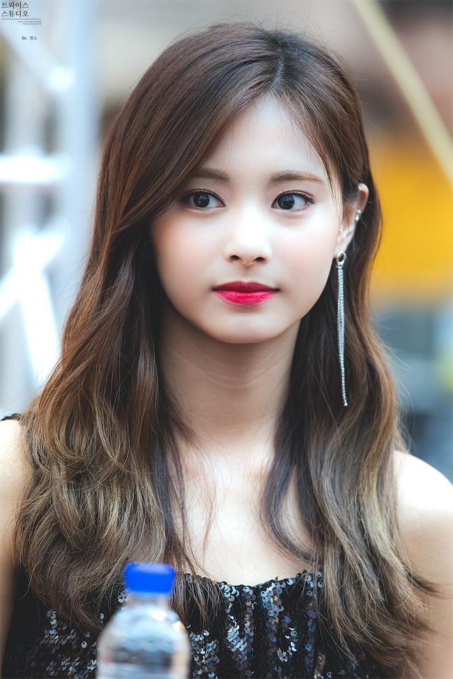 Cô được coi là biểu tượng sắc đẹp thế hệ mới của Hàn Quốc.