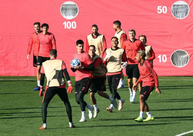 Real luyện công đá C1: Ramos bị đàn em qua mặt, giở trò cục cằn xấu tính - 1