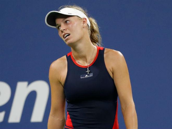 WTA Finals ngày 1: ĐKVĐ Wozniacki thảm bại - 1