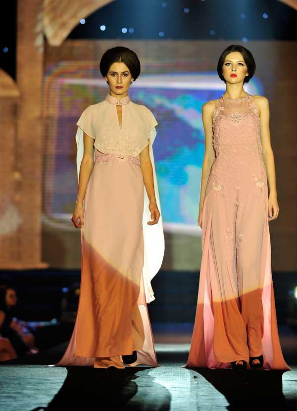 Kỳ 1: Choáng với thu nhập của người mẫu Tây ở Việt Nam - 1