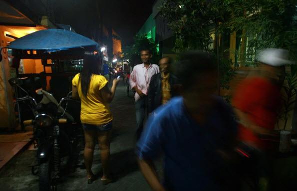 Bên trong hiệp hội dạy kỹ năng cho gái mại dâm ở Indonesia - 1