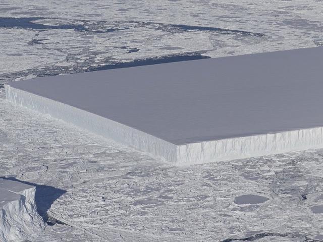 Phát hiện tảng băng hình dạng kỳ lạ chưa từng có ở Nam Cực