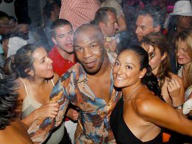 """Vỡ lở """"chuyện ấy"""" Mike Tyson: 15 cô gái mỗi ngày, """"yêu"""" 1.300 mỹ nhân"""