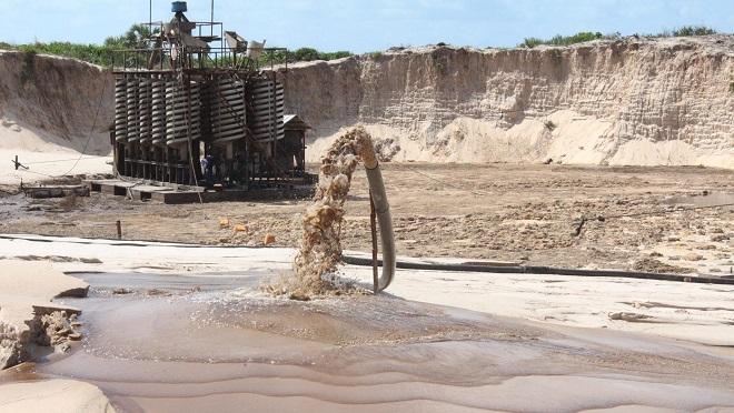 """Người dân quốc gia châu Phi khổ sở vì """"cơn khát"""" cát của Trung Quốc - 1"""
