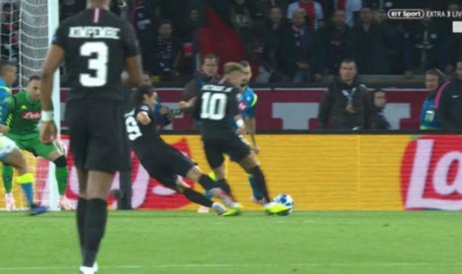 """Bàng hoàng: Cavani """"triệt hạ"""" Neymar, PSG mất bàn thắng ôm hận cúp C1 - 1"""