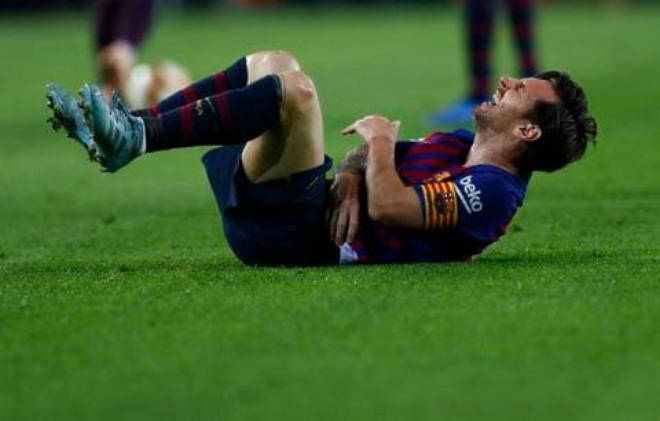 """Barca sinh biến """"Siêu kinh điển"""": Messi gãy tay vẫn lấn quyền Valverde - 1"""