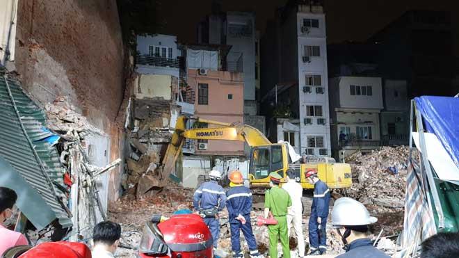 Tìm kiếm nạn nhân vụ sập tường sát công trình khách sạn 6 sao - 1