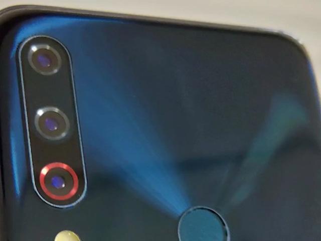 Nguyên mẫu Asus ZenFone 6 rò rỉ với camera selfie đỉnh, 3 camera sau