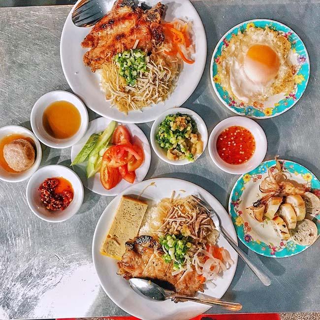 """Gợi ý những món ăn sáng """"ăn hoài không chán"""" khi lang thang Sài Gòn - 1"""