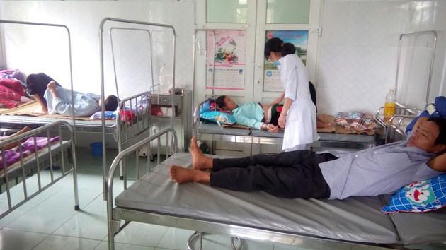 Mổ trâu liên hoan nhà mới, 42 người phải nhập viện - 1