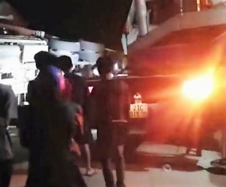 Xe container lao vào nhà dân trong đêm, 1 người chết kẹt dưới gầm - 1