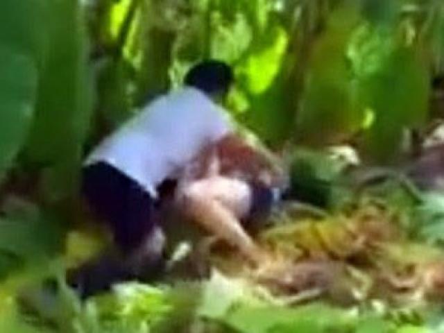 Đi lấy rau lợn, bé gái 14 tuổi bị cưỡng bức, cứa cổ giữa cánh đồng