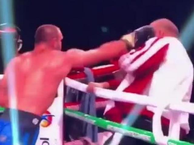 Boxing: Võ sỹ thua trận cay cú quay về đấm HLV của mình