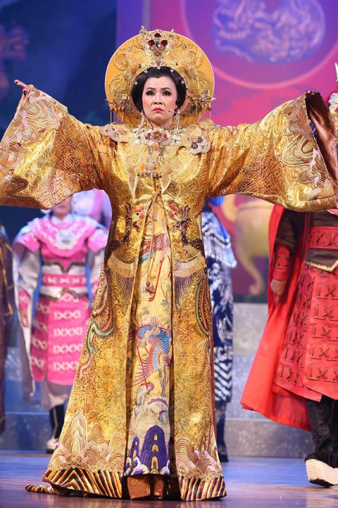 Kim Ngân diện long bào 4.000 USD vào vai Thái hậu Dương Vân Nga - 1