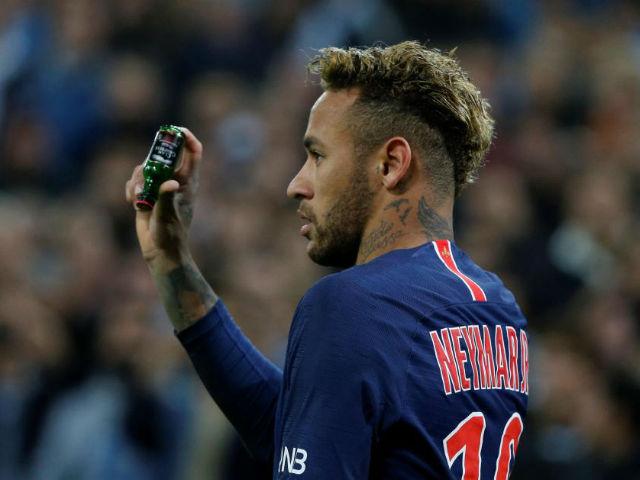 PSG đại chiến: Neymar bị tấn công, ném chai nước suýt vỡ đầu