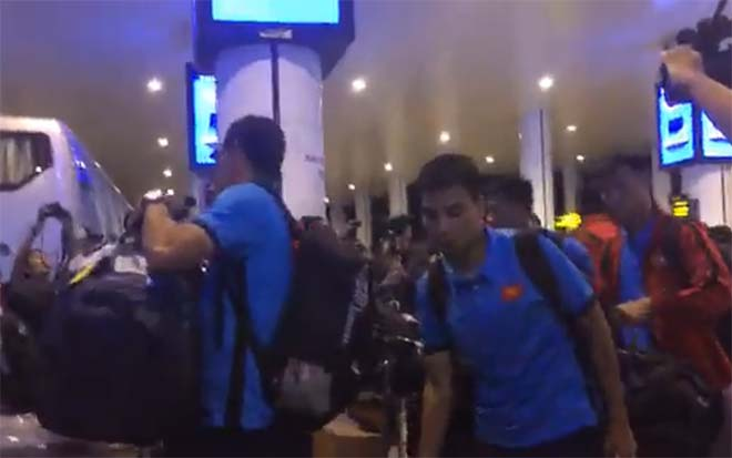 ĐT Việt Nam về nước: Park Hang Seo sắp tiết lộ 25 cái tên tranh vàng AFF Cup - 1