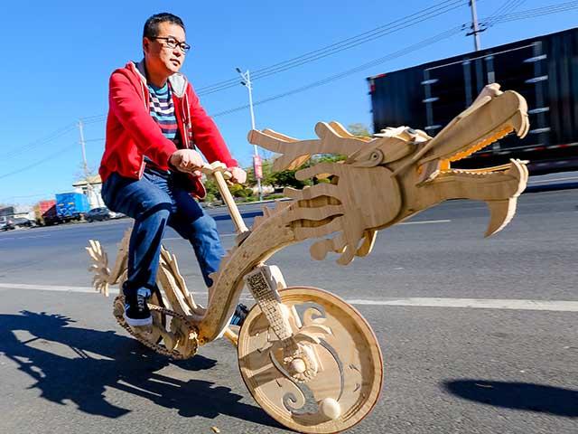 Độc đáo xe đạp hình rồng được tạo ra từ 22.000 que kem