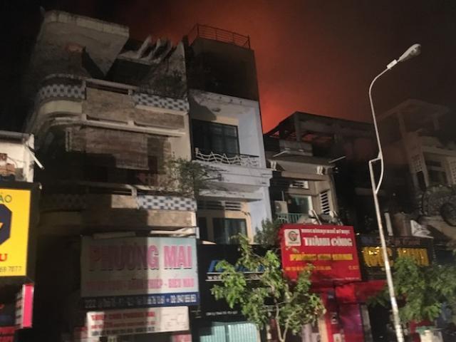 TP.HCM: Hiện trường vụ cháy quán bar lan nhiều nhà dân trước Halloween