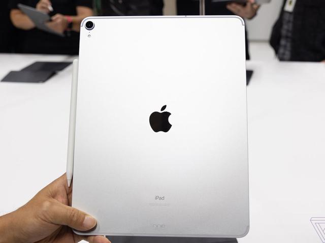 Video: Trên tay iPad Pro 2018 màn hình 12,9 inch vừa ra mắt