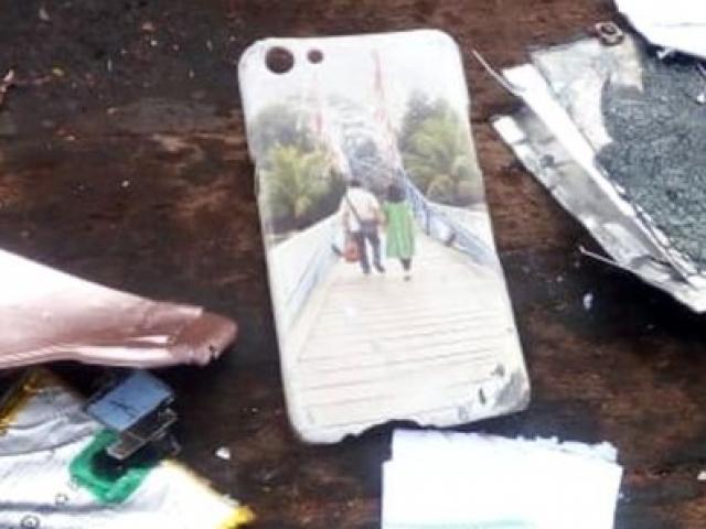 Máy bay Indonesia rơi: Chuyện đằng sau chiếc ốp điện thoại in hình người