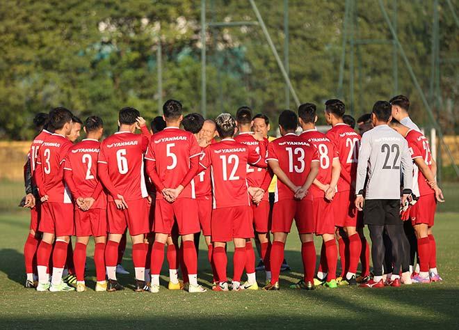 """ĐT Việt Nam đóng cửa luyện chiêu lạ để gây """"sốc"""" với Thái Lan, Malaysia - 1"""