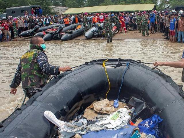 Máy bay Indonesia chở 189 người rơi: Phát hiện dấu hiệu hộp đen
