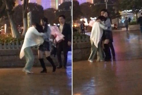 Đang tỏ tình với bạn gái mới, chàng trai bị bạn gái cũ đến phá đám - 1
