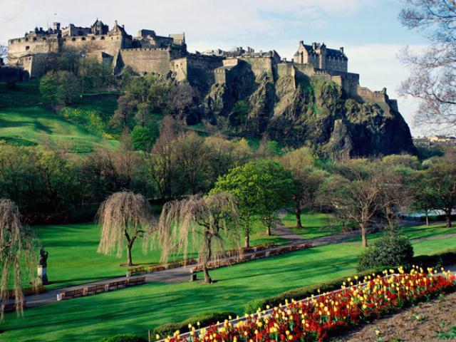 Những lâu đài đẹp ngẩn ngơ thường xuyên xuất hiện trong các bộ phim nổi tiếng