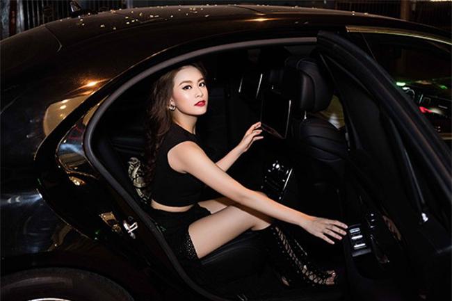 Hoàng Thùy Linh vốn được coi là đệ nhất mỹ nhân Việt có khoảnh khắc xuống xe sang rất chuyên nghiệp, ấn tượng. Tuy nhiên giờ đây, cô đã bị một nhân vật khác của showbiz thế chỗ.